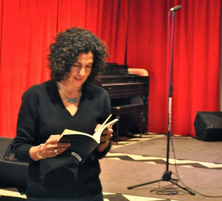 lia purpura on looking essays Glaciology by lia purpura  numbers start to tilt so that the 6 is a 9 if you're outside looking in  lia purpura's collection of essays, increase,.